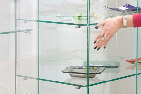 DIY Procedure to Install Glass Shelves on the Wall greylynnglass.co.nz