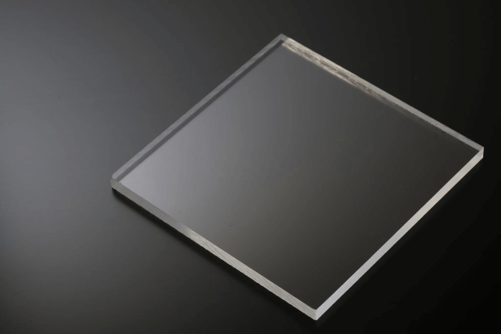 DIY bending Acrylic Glass to create clear & professional looking shapes .istockphoto.com