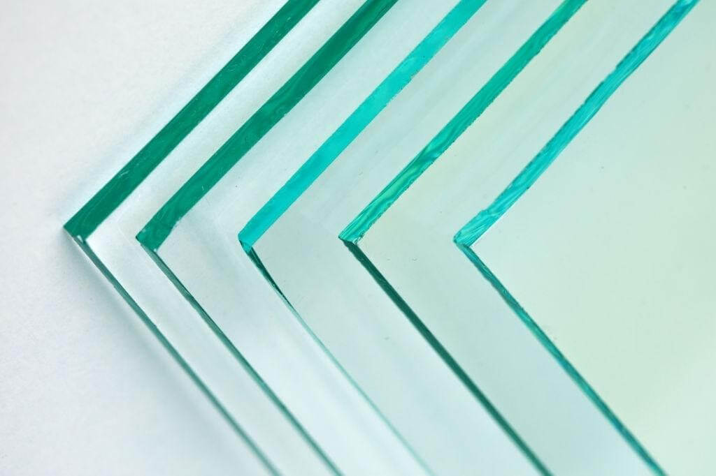 DIY bending Acrylic Glass to create clear & professional looking shapes stock.adobe.com (2)