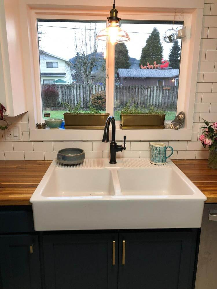 Configuration of the Fireclay Farmhouse Sink