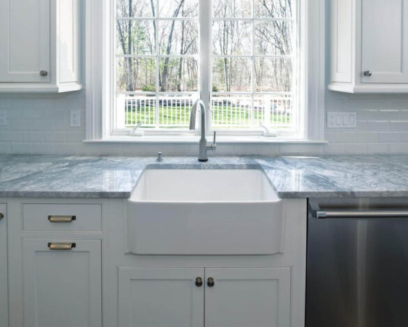 What are Fireclay Farmhouse Sinks