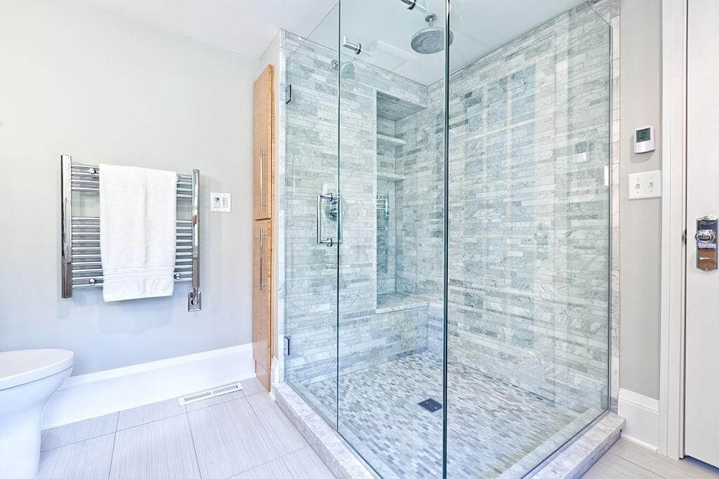 Type of shower enclosure