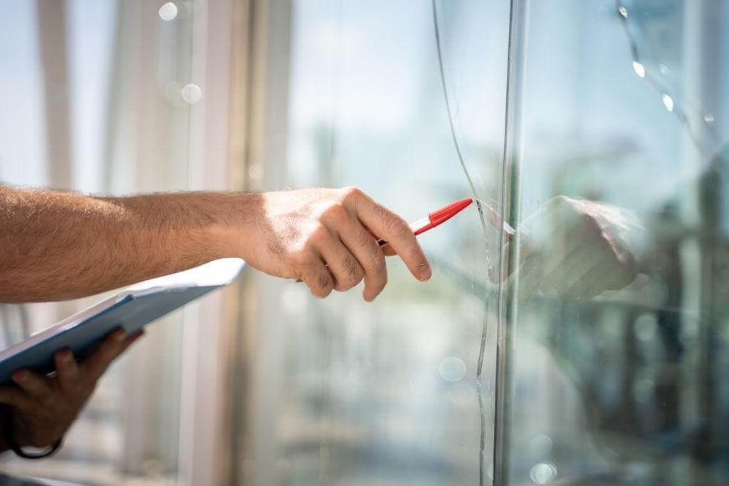 Which Kind of Cracked Glass Can be Repaired