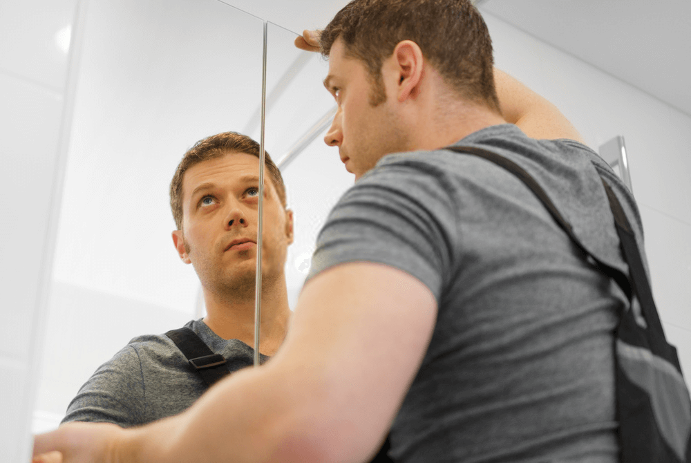 How to install a gym wall mirror at home
