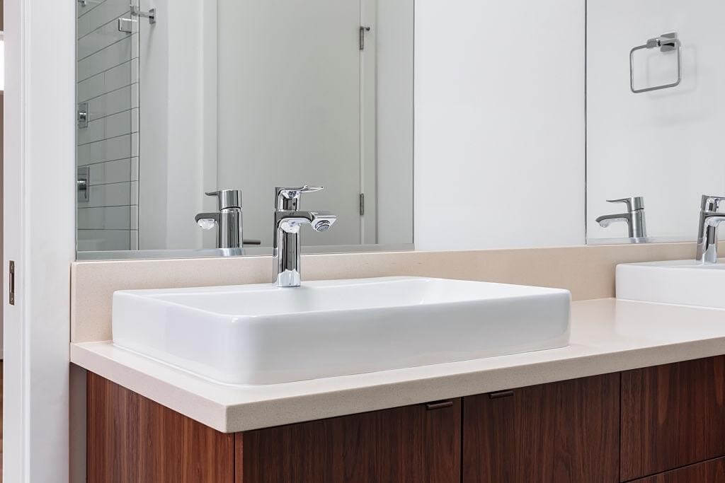Use corner sink in the small
